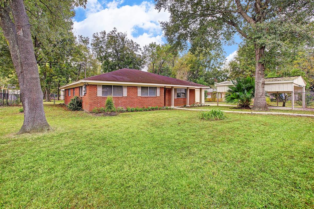 Photo of home for sale at 905 Mabry Road, Baytown TX