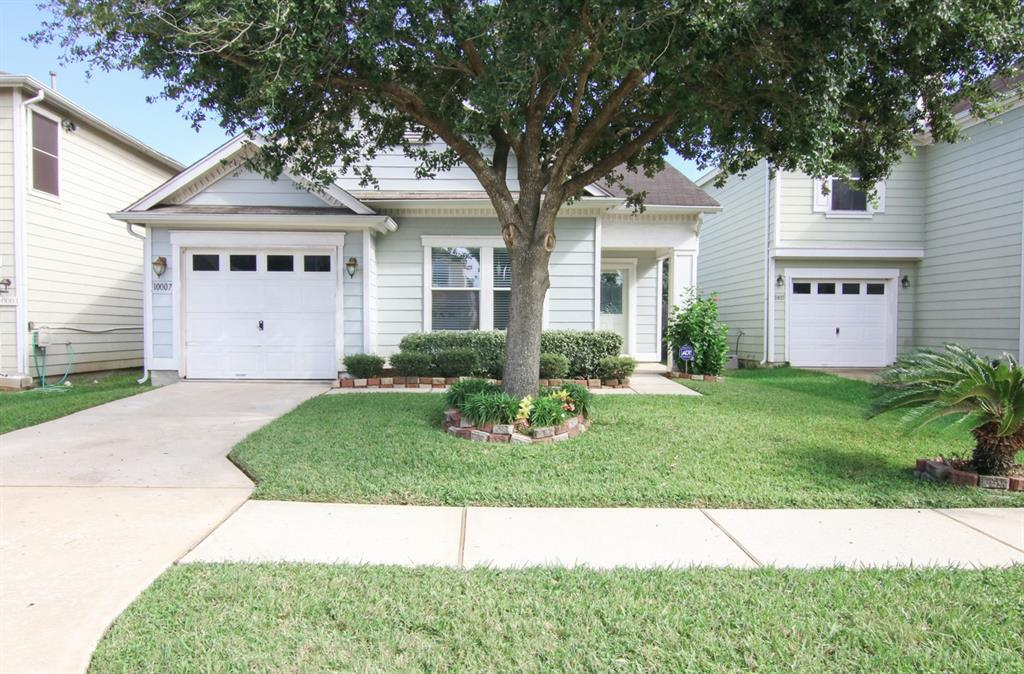 Photo of home for sale at 10007 Victoria Crest Lane, Houston TX