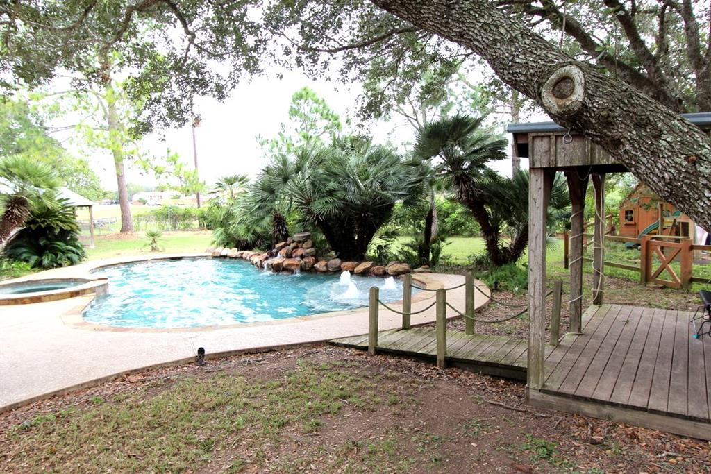 Photo of home for sale at 1600 Lynn Street, El Campo TX