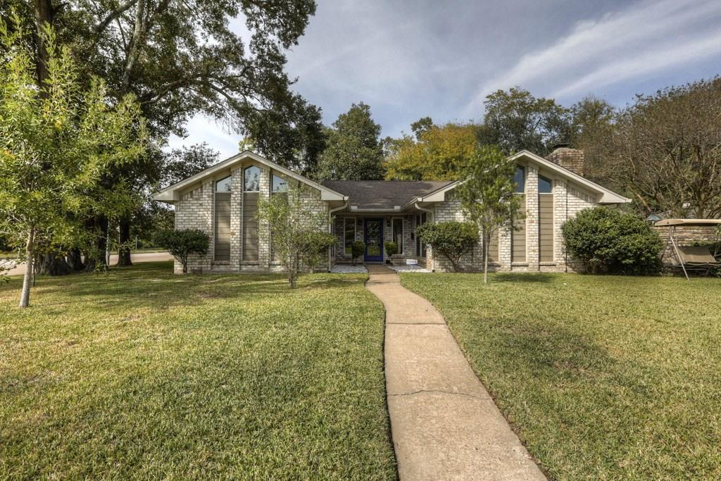 Photo of home for sale at 2526 Del Norte Street, Houston TX