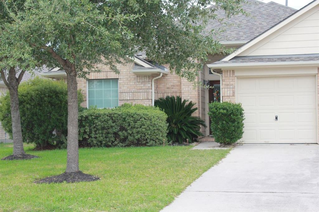 Photo of home for sale at 9426 Edgeloch Drive, Spring TX