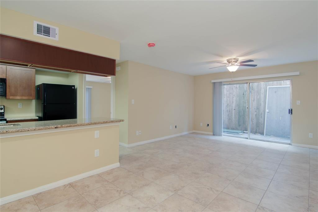 Photo of home for sale at 5333 Richmond Avenue, Houston TX