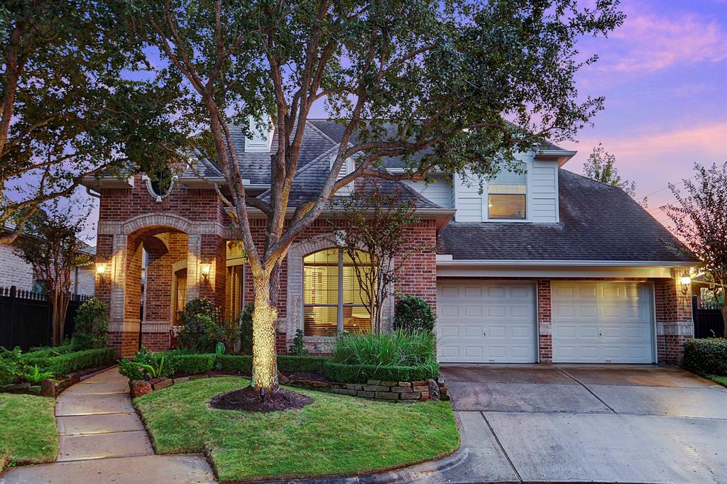 Photo of home for sale at 11215 Marseilles Lane, Houston TX