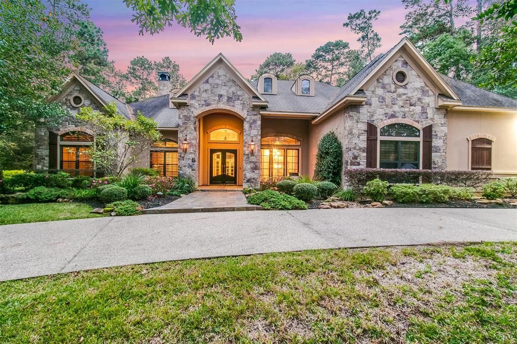 Photo of home for sale at 10236 Paradise Valley, Conroe TX