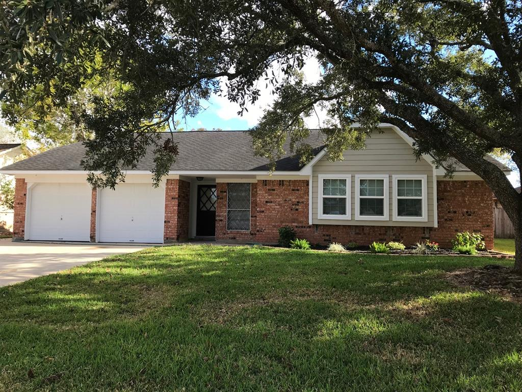 Photo of home for sale at 58 Bluebell Court NE, Lake Jackson TX