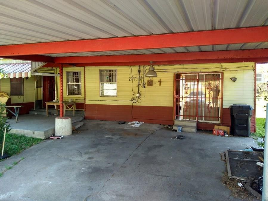 Photo of home for sale at 7118 Laura Koppe Road, Houston TX
