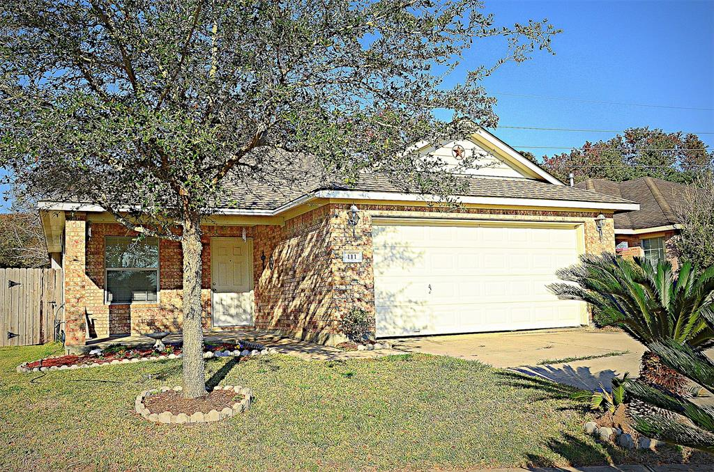 Photo of home for sale at 111 Big Thicket Drive, Richmond TX