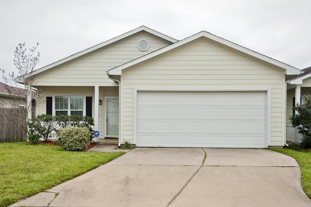 Photo of home for sale at 10215 Berry Hill Lane, Tomball TX