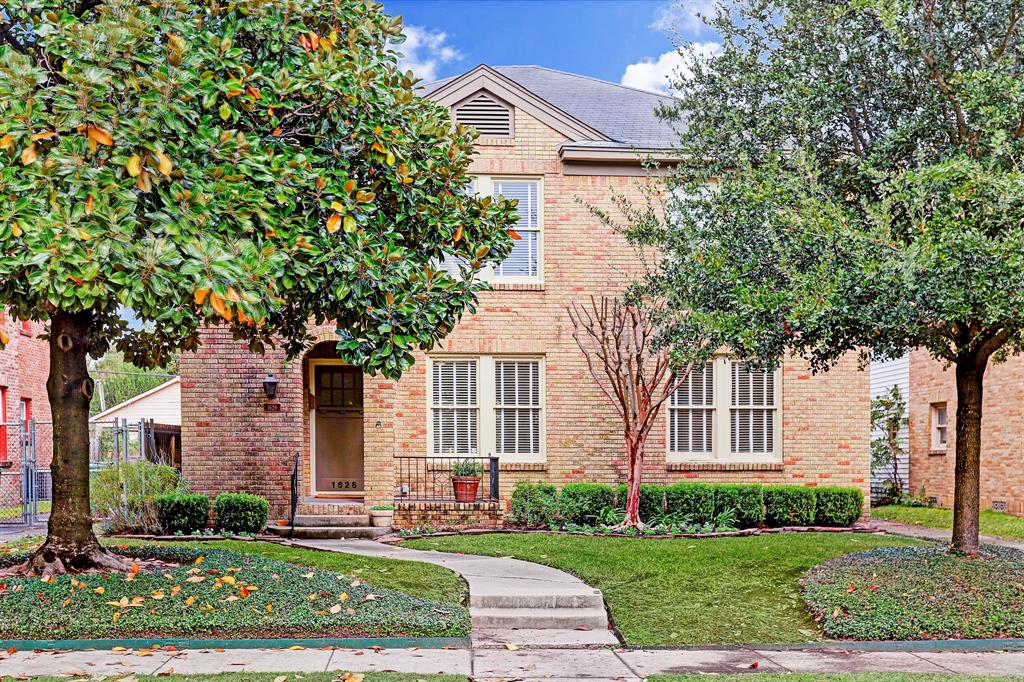 Photo of home for sale at 1626 Castle Court, Houston TX