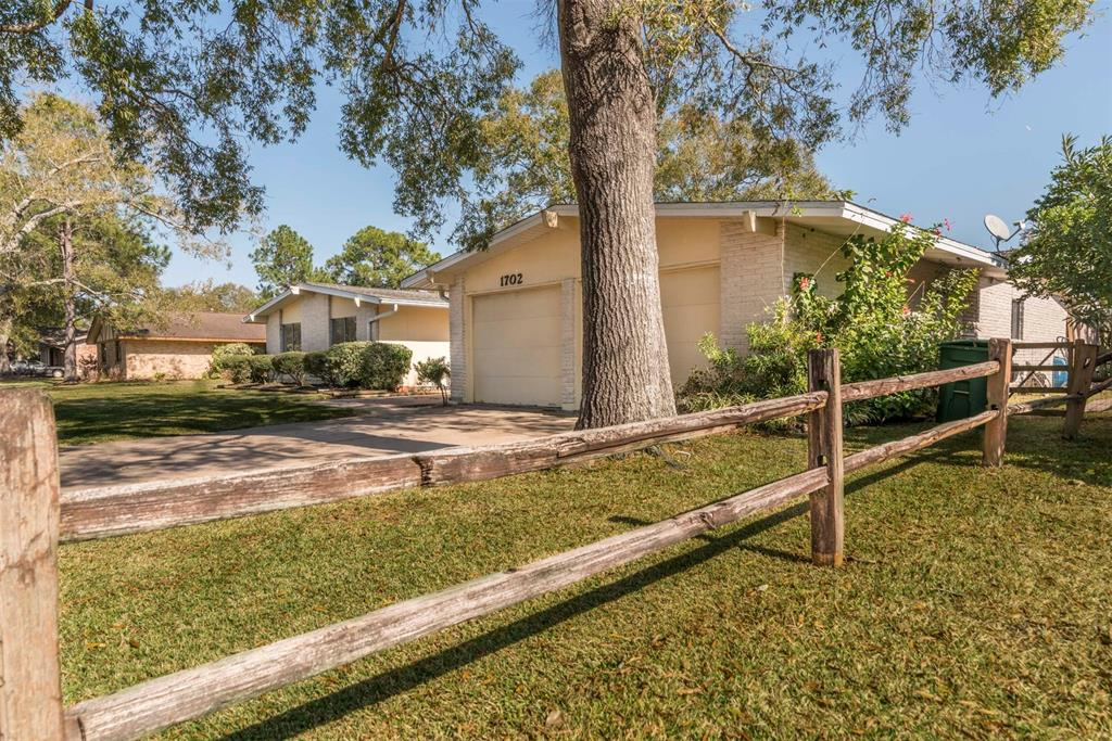 Photo of home for sale at 1702 Fairwind Road, Houston TX