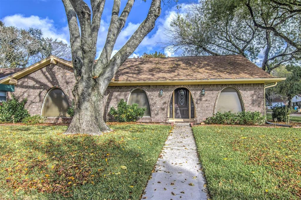 Photo of home for sale at 517 Lincoln Street, Deer Park TX
