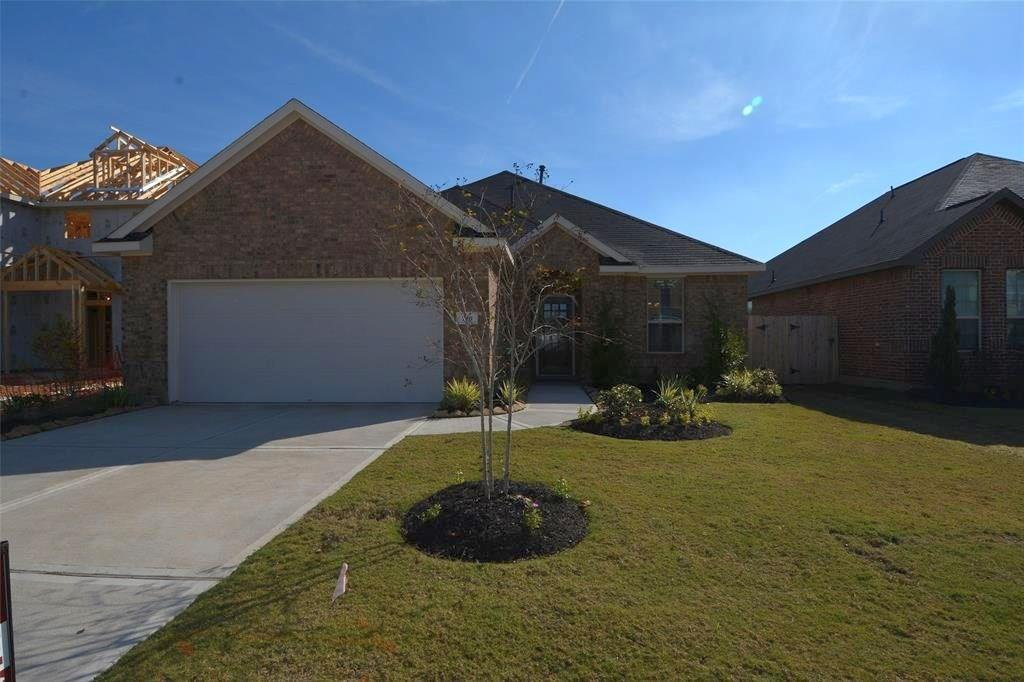 Photo of home for sale at 210 Sintra Lake Way, Rosenberg TX