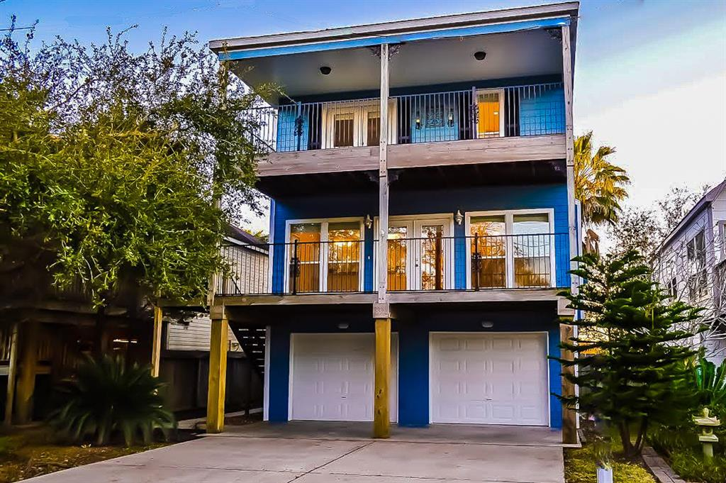 Photo of home for sale at 839 Cedar Road, Kemah TX