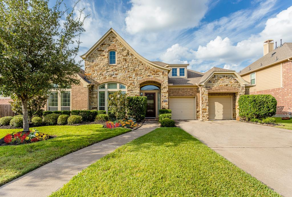 Photo of home for sale at 26410 Ridgefield Park Lane, Cypress TX