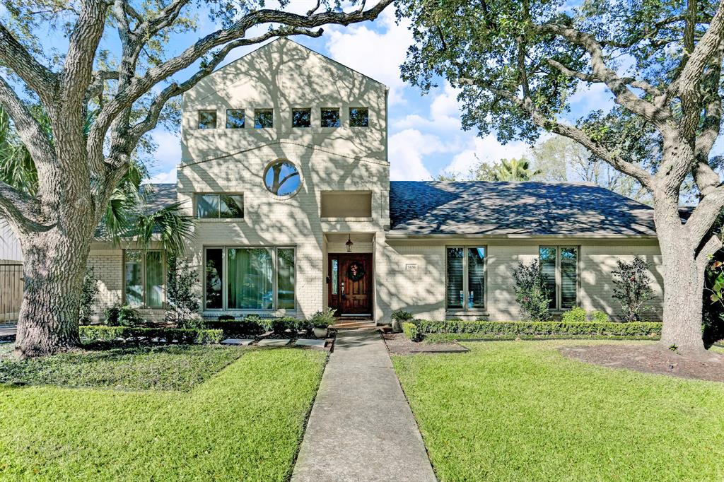 Photo of home for sale at 5106 Loch Lomond Drive, Houston TX