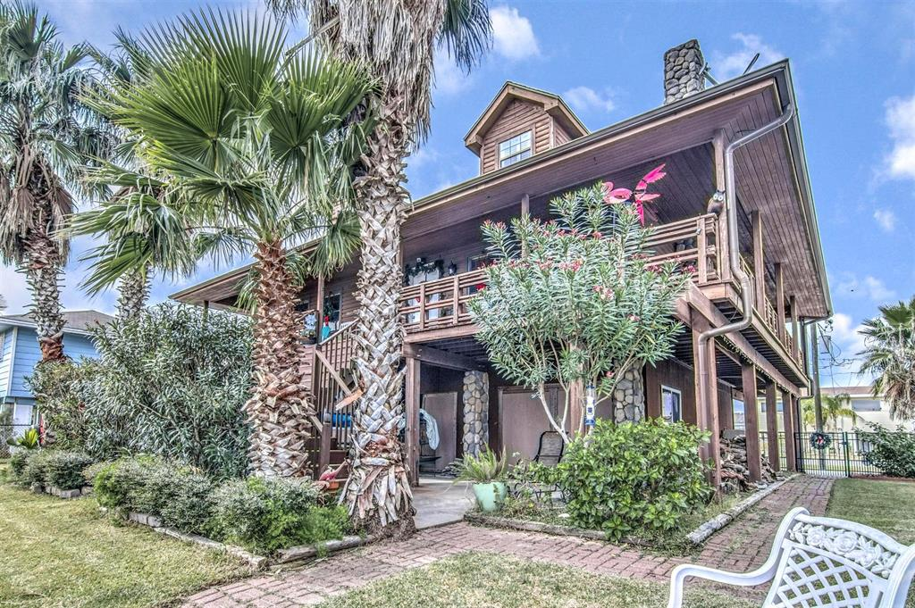 Photo of home for sale at 279 Barracuda Street, Bayou Vista TX