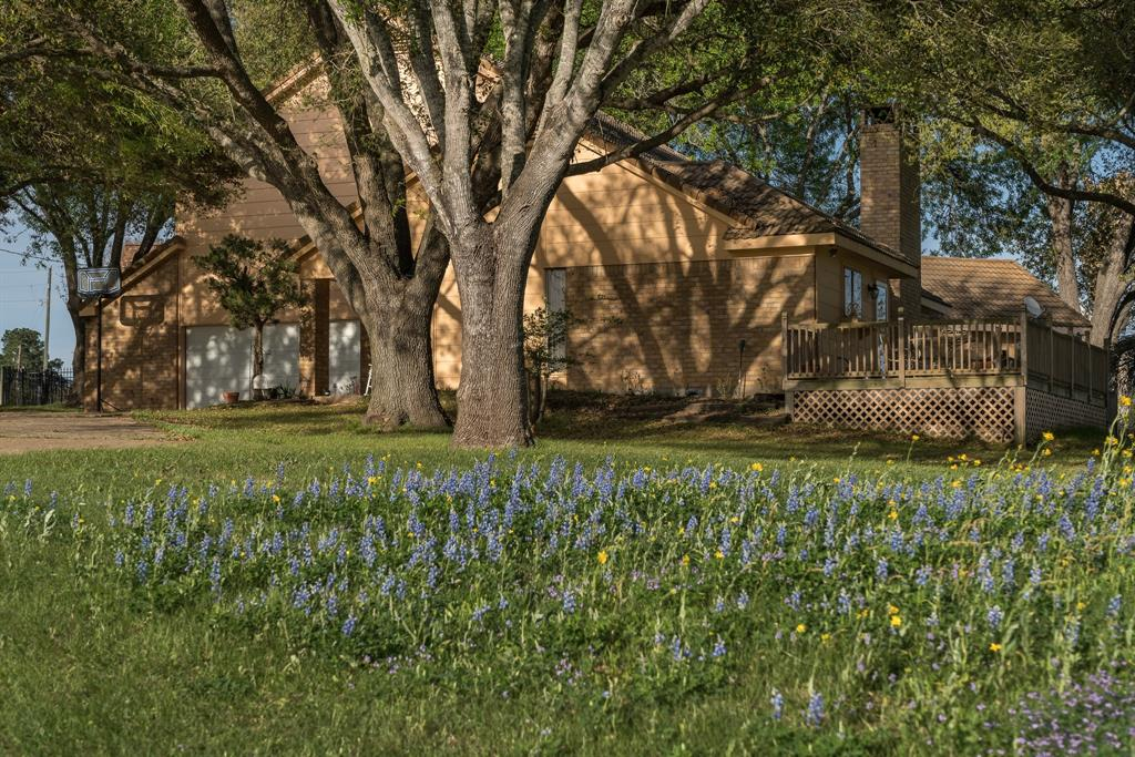 Photo of home for sale at 210 Pecan Grove Road, Sealy TX