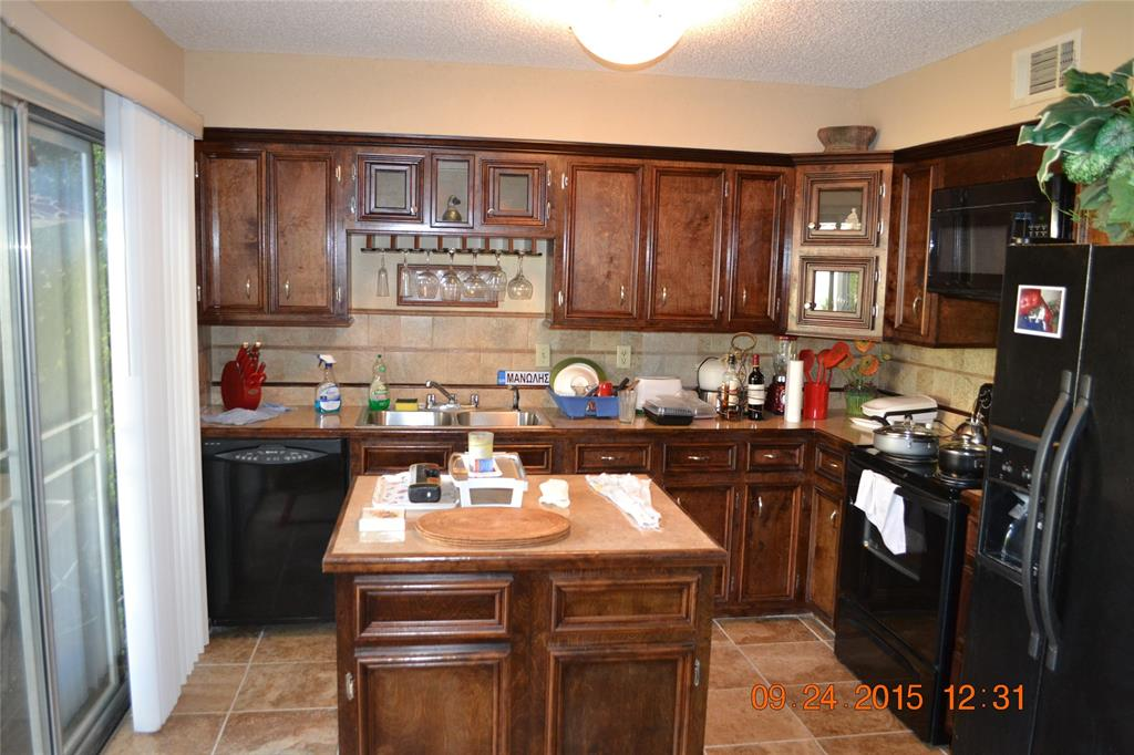 Photo of home for sale at 2948 Windchase Boulevard, Houston TX