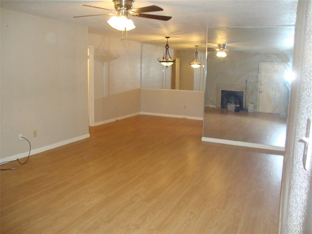 Photo of home for sale at 9797 Leawood Boulevard, Houston TX