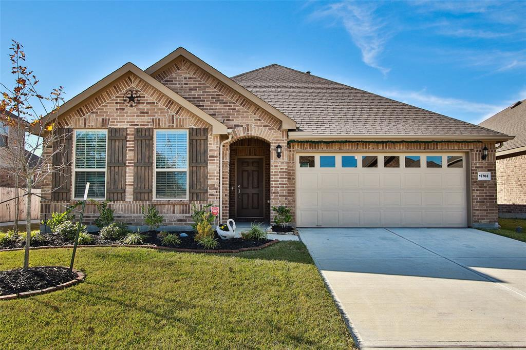 Photo of home for sale at 15703 Summer Maple Trail, Cypress TX