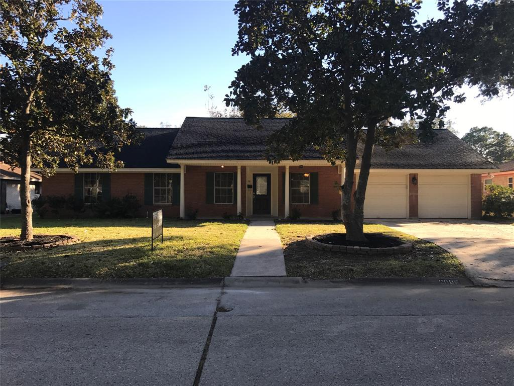 Photo of home for sale at 2005 Mockingbird Street, Baytown TX