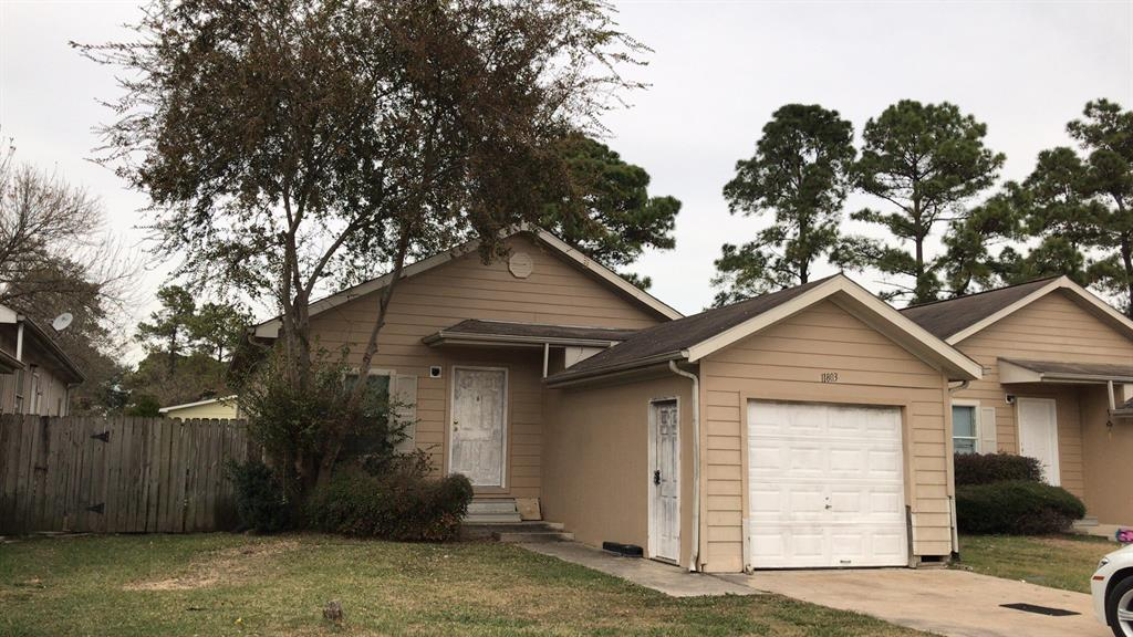 Photo of home for sale at 11803 Greenglen Drive, Houston TX