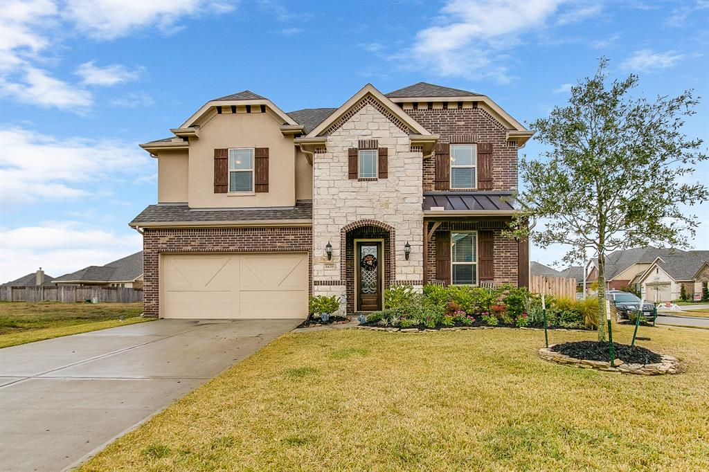 Photo of home for sale at 1429 Coleto Creek Lane, League City TX