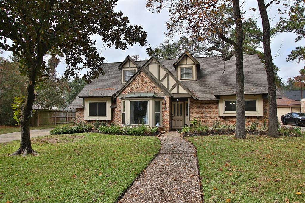Photo of home for sale at 3914 Midforest Drive, Houston TX