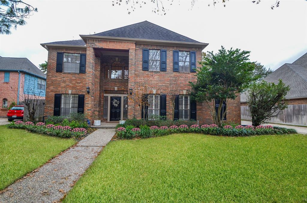 Photo of home for sale at 1910 Alana Springs Drive, Katy TX
