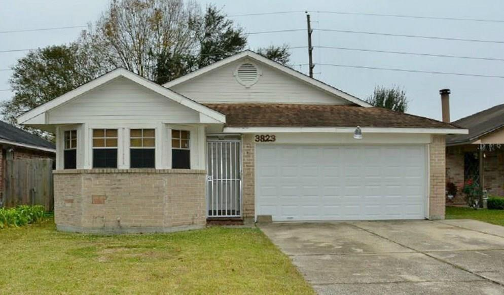 Photo of home for sale at 3823 Buckhurst Drive, Houston TX