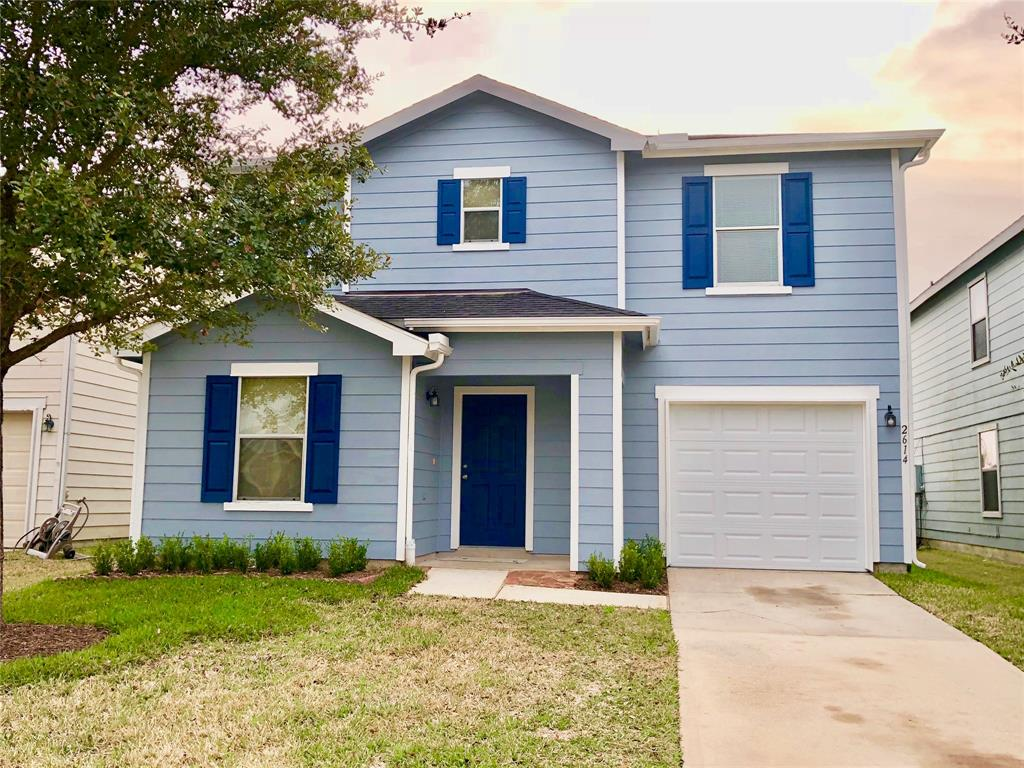 Photo of home for sale at 2614 Skyview Shadows Court, Houston TX