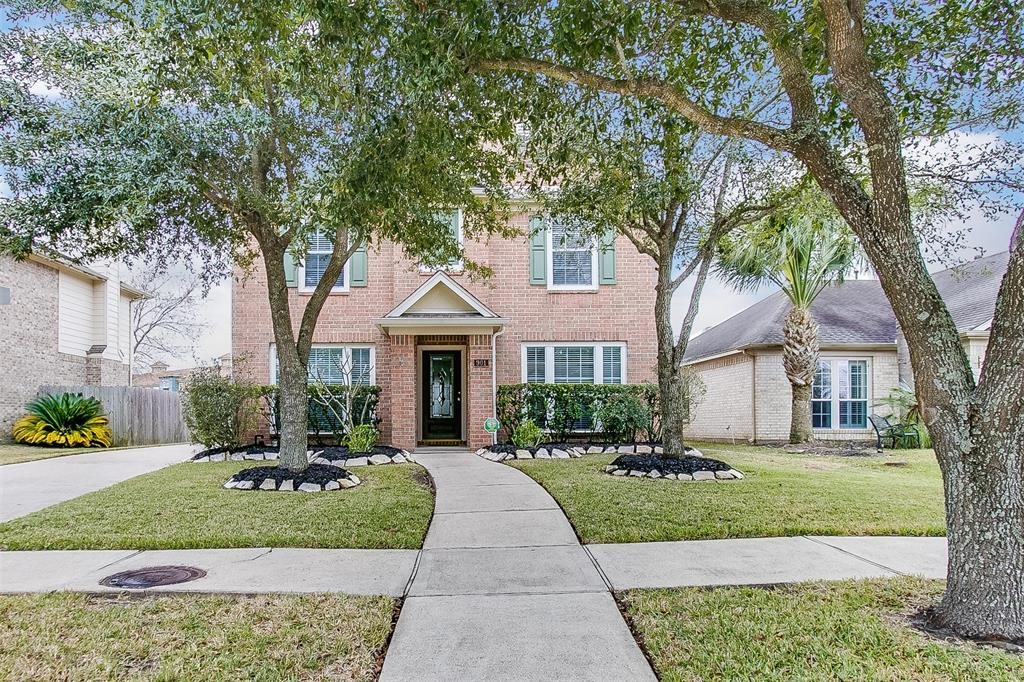 Photo of home for sale at 901 Bent Sail Lane, League City TX