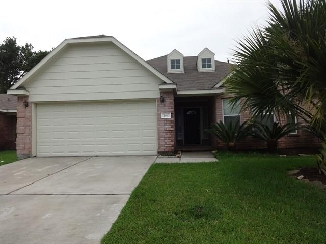 Photo of home for sale at 3910 Cary Creek Drive, Baytown TX