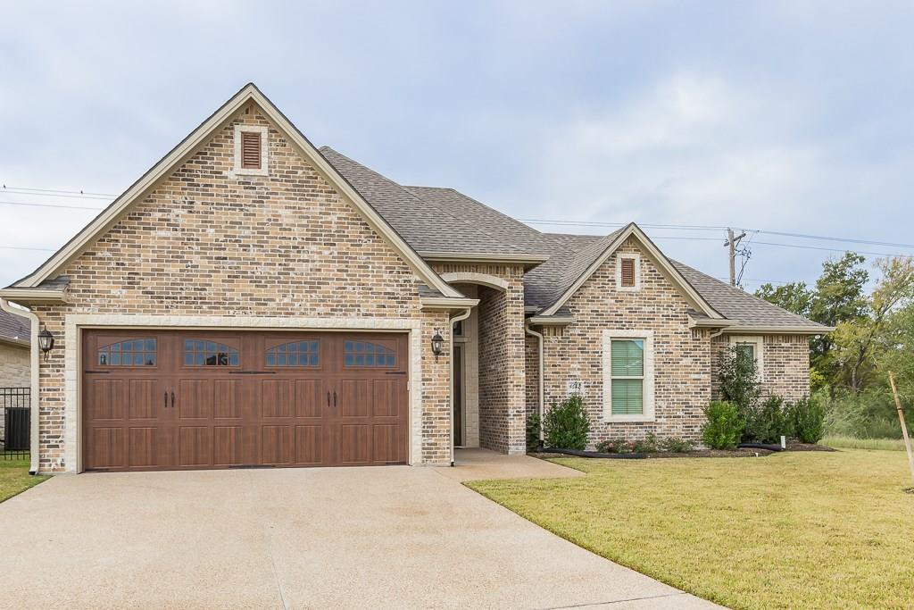 Photo of home for sale at 4687 Stonecrest Court S, Bryan TX