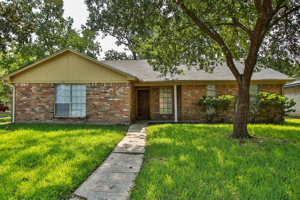 Photo of home for sale at 6030 Rustygate Drive, Spring TX