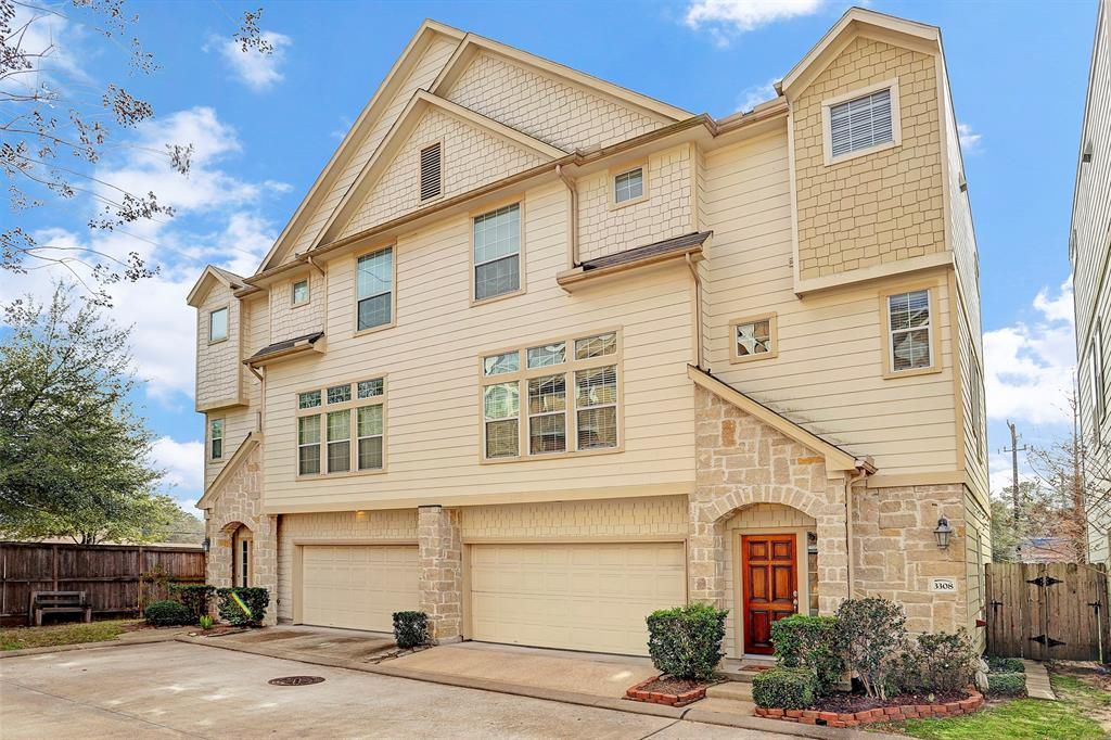Photo of home for sale at 3308 Leading Point Drive, Houston TX