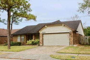 Photo of home for sale at 16019 Surrey Woods Drive, Friendswood TX