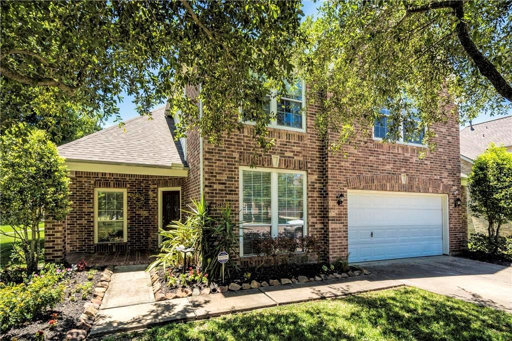 Photo of home for sale at 3100 Red Maple Drive, Friendswood TX