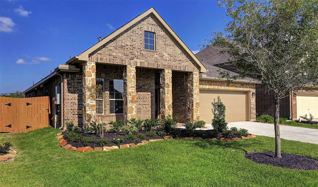 Photo of home for sale at 1633 Canchola Lane, League City TX