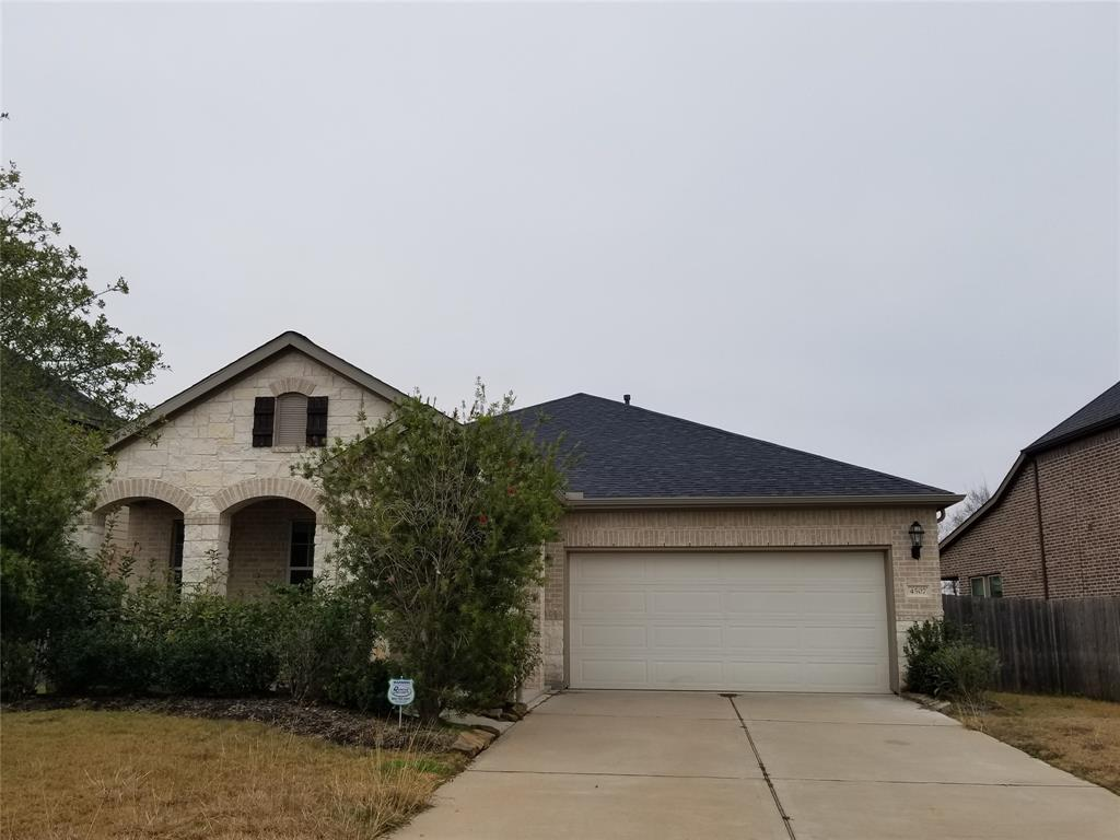 Photo of home for sale at 4507 Montcliff Bend, Sugar Land TX