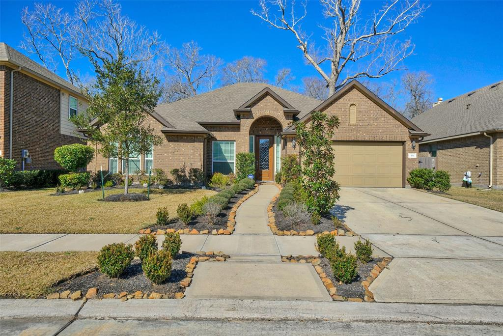 Photo of home for sale at 35 Amaifi Drive, Missouri City TX