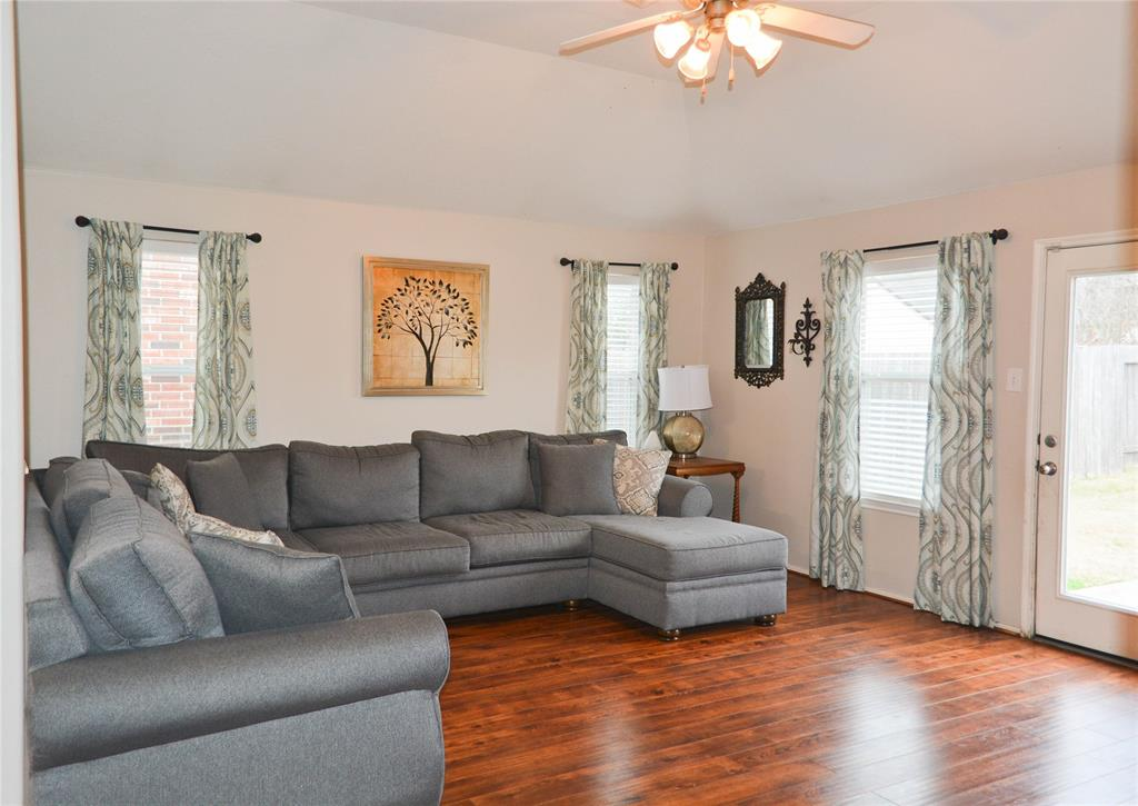 Photo of home for sale at 11939 Canyon Falls Drive, Tomball TX