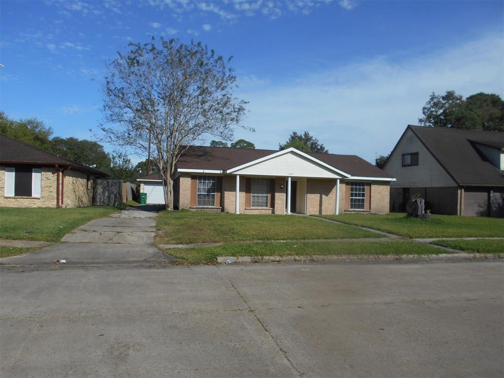 Photo of home for sale at 11207 Sagehaven Drive, Houston TX