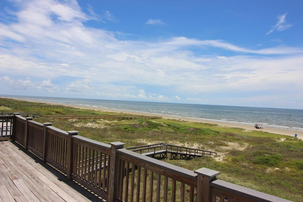 Photo of home for sale at 20919 Sand Hill Drive W, Galveston TX