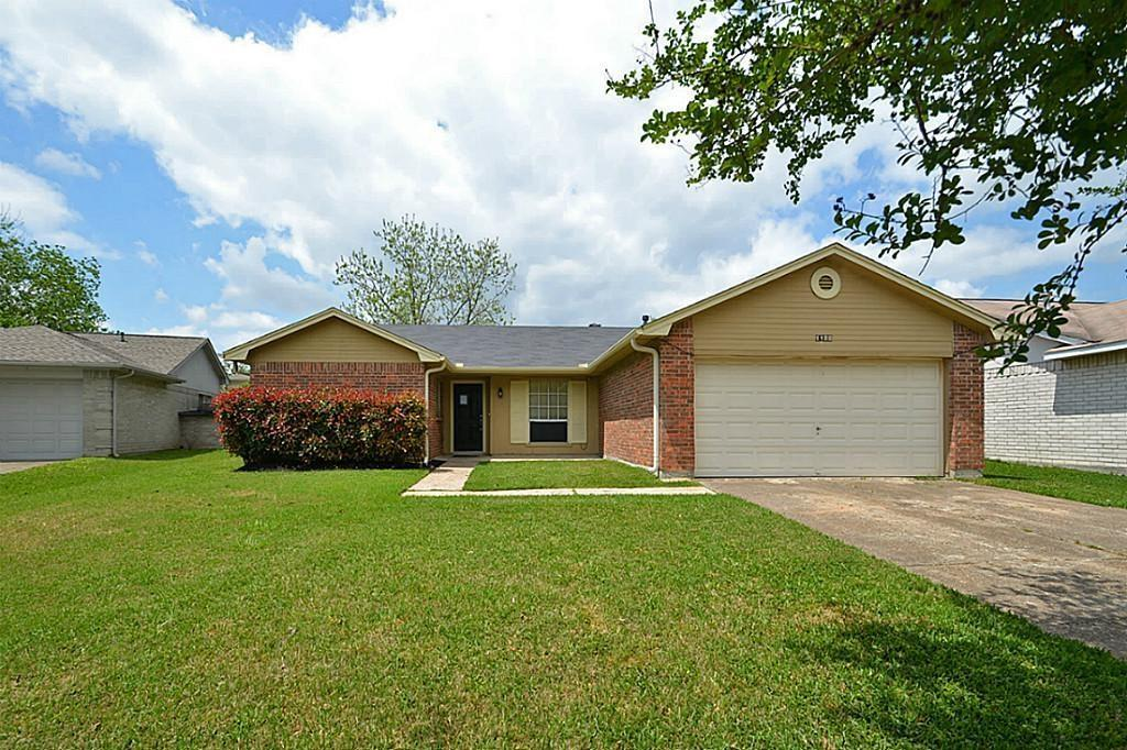 Photo of home for sale at 1122 Melford Avenue, Pearland TX