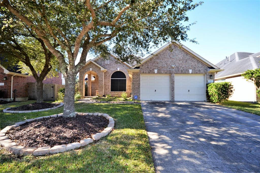 Photo of home for sale at 3602 Englewood Drive, Pearland TX