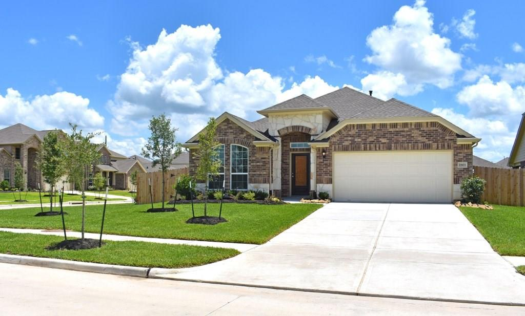 Photo of home for sale at 1903 Rocky Point Lane, Rosenberg TX