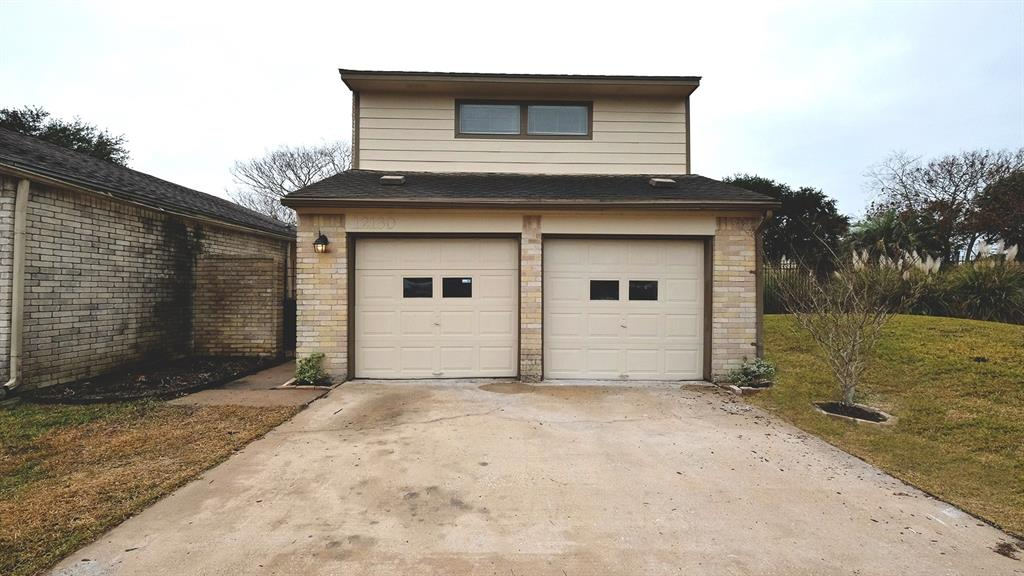 Photo of home for sale at 12130 Burdine Street, Houston TX