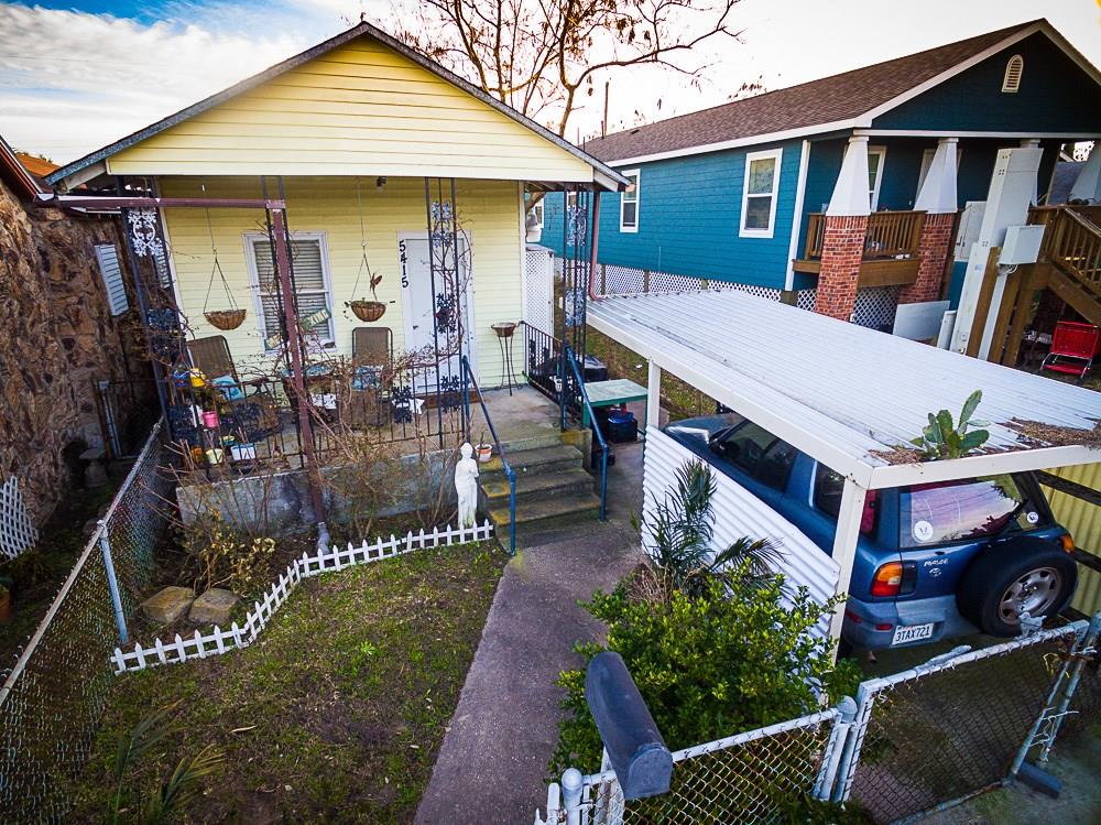 Photo of home for sale at 5415 Avenue L, Galveston TX