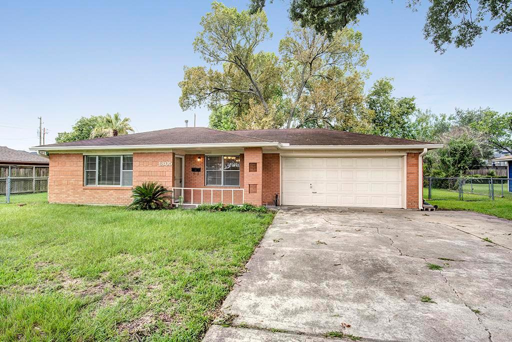 Photo of home for sale at 1805 Wycliffe Drive, Houston TX
